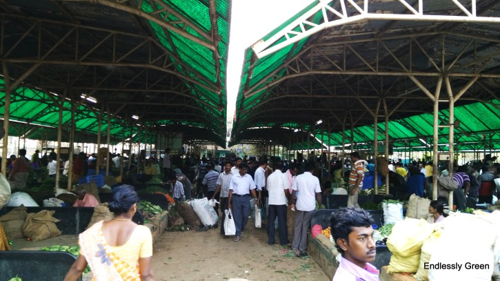 Raithara Santhe (farmers' market) located in Old Yelahanka on a Sunday morning.